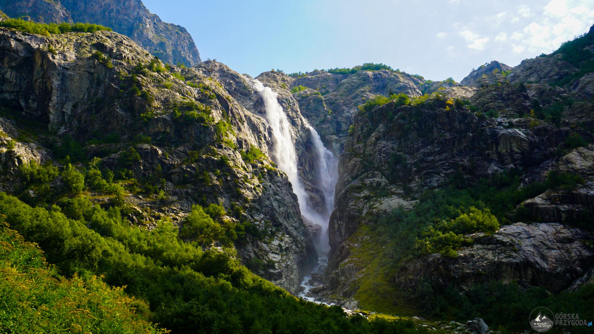 trekking pod lodowiec Uszby, wodospad Shdugra